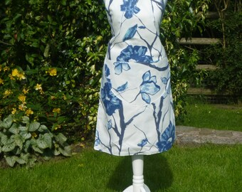 Apron in blue floral fabric, fully lined and reversible