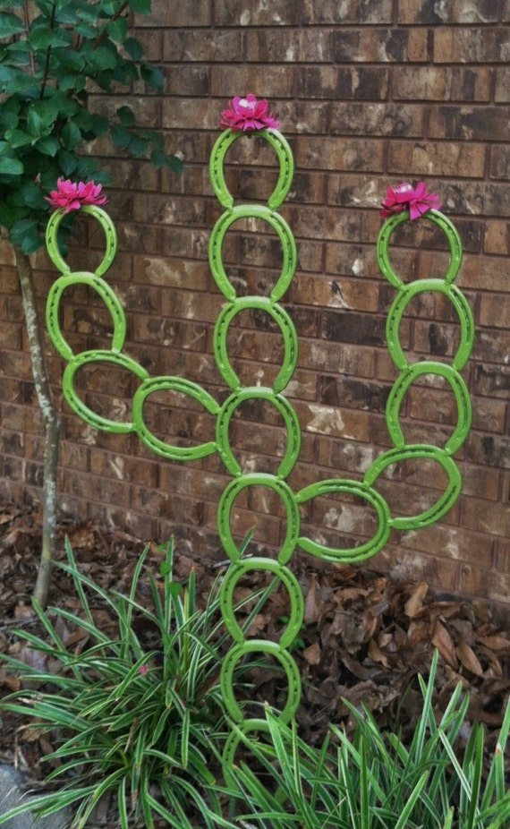 Saguaro horseshoe cactus horseshoe yard art by lowerarkcrafts for Where to buy horseshoes for crafts