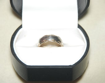 Vintage 14K White and Yellow Gold Ring / Wedding Band, Vintage Jewelry, Vintage Rings