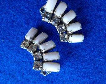 White Earrings, White Vintage Milk Glass Earrings , White Earrings with rhinestones, Milk Glass, Vintage Earrings, Clip on Earrings,