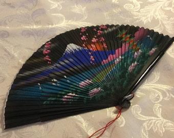 SALE!! FREE SHIPPING! Gorgeous Vintage fan.