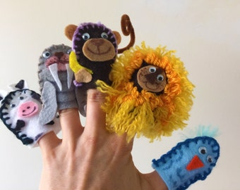 Embroidered finger puppet set (12)