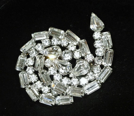 Juliana DeLizza Elster DE Brooch Rhinestone Brooch Verified D&E 1960s 60s Mid Century Fashion Vintage Hollywood Regency Wedding Bride Bridal