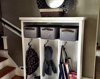 Locker-style storage cubby for entryway