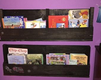 Children's pallet book shelf