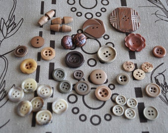 Assorted Vintage Wooden and Natural-Coloured Buttons - 38 pieces in total