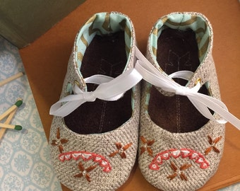 Baby Moccasins Sweet slippers Crib Shoes.  Soft sole