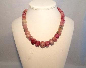 Agate graduated necklace