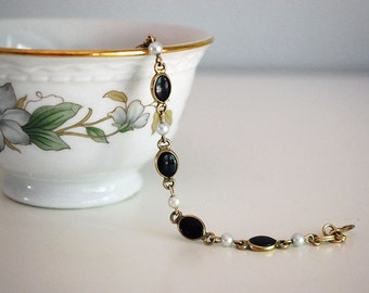 Onyx Pearl Bracelet, 1960s Jewelry, Cultured Pearl, 12K Gold Filled, Semi-Precious Stones, Costume Jewelry, Women Accessory, Black and White
