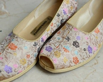 1960s Pastel Gold Tapestry Peep-toe Shoes Washable sz 7 US/CAN