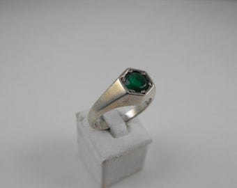 Green Quartz Stone Sterling Silver Graduated Band Ring