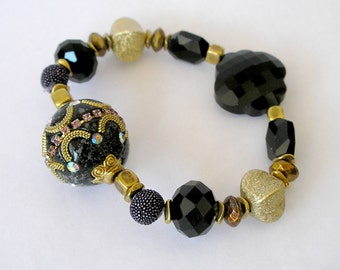 Black and Gold Beaded Stretch Bracelet Fancy Bollywood Focal Bead Popular Jewelry For Women