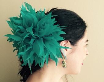 FLEUR de PLUME,  Vogue Goose feather fascinator,  Kelly Green / FDP - 27