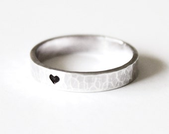 Hammered Heart Ring - Sterling Silver 925 - Unisex - Wedding Band - Letter stamping - Black Oxidized - Engagement - Purity - Stamped Ring