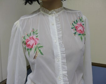 1960s Vinatge White Glo-Blouse with Pink Embroided Flower Size 6