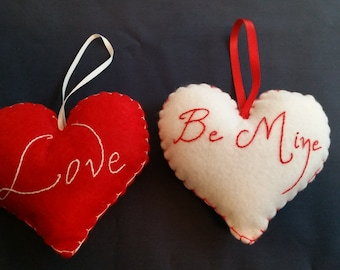 Set of 2 ornaments Love/Be Mine