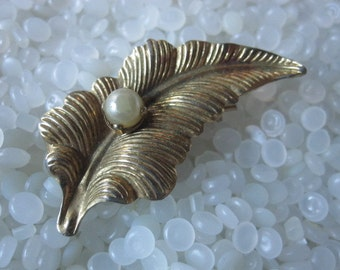vintage barrette beautiful leaf and fake pearl