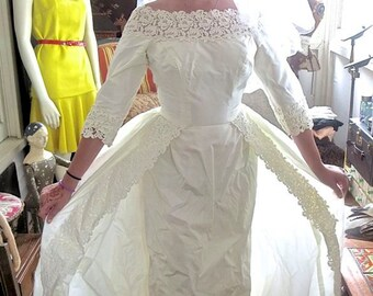 1960s Vintage Amazing Wedding Dress Wiggle Fitted Shape With Side Back Panniers Original Veil 34 Bust