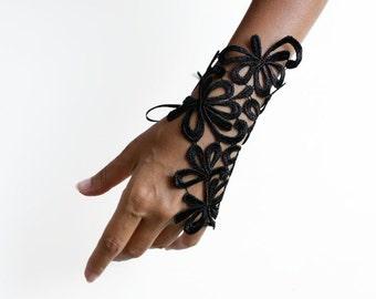Black Guipure Lace Wrist Cuff Charm, Fingerless Glove. Trendy Lace Handlet, Handmade, Noir Accessory Dark Romance
