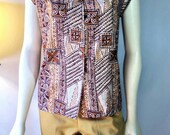 Vintage cotton notch collar sleeveless tea timer blouse in brown, tan, & ochre tapa cloth print Classic 1950's style tiki top pinup gals