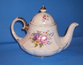 English Floral with Gold Trim Scallop Edge Teapot