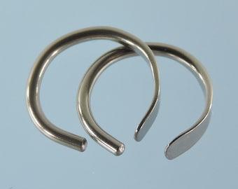 Niobium earrings: 16 gauge small horseshoe - KISS9-16