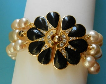 1970s unique Italian Couture  3 strands gorgeous flower clasp Pearl Bracelet  - high quality Hand Knotted  Pearl Bracelet-Art.902/3-