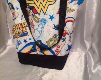 Wonder Woman Insulated Zip-up Lunch bag
