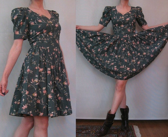 SaLE 80s PUFFED SLEEVE CIRCLE vtg Cotton Full Skirt Sweetheart Neck Mini Drab Green Peach Cotton Deco Floral Dress xs Small 1980s 1950s