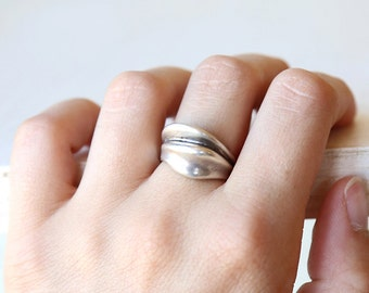 Ocean Waves // Intricate Sterling Silver Vintage Ring  // size  5.25  // everyday sterling jewelry