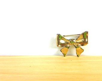 Vintage Gold Bow Brooch / Bow Pin / Sweater Accessory / Large Brooch / Costume Jewelry / Dress Brooch / Goldtone Jewelry