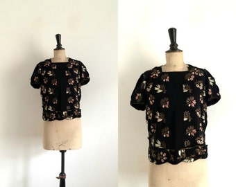 Black crepe blouse embroidered with flowers Vintage 1930s / 1940s