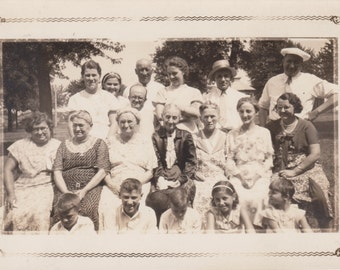 Family With Eyes Closed - Vintage Photo, Ephemera (G)