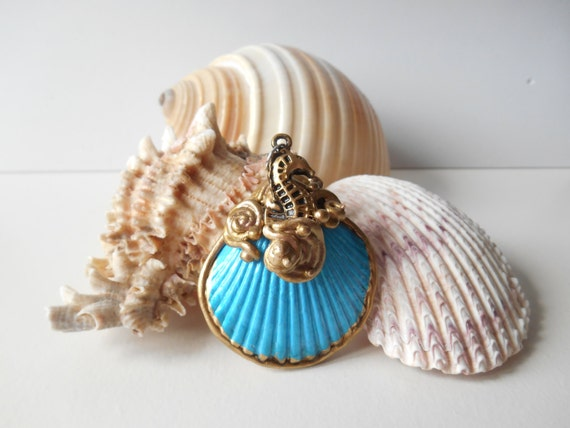 Blue Seashell pendant, beach pendant, seashell ornament, beach ornament, mermaid accessories, nautical pendant, ocean pendant, summer, sea