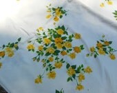 Pretty Yellow Roses Tablecloth & 4 Napkin Set