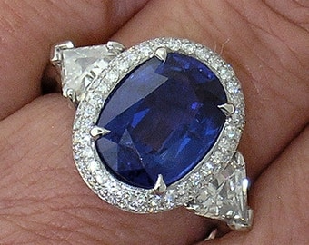 Blue Sapphire Ring, Madagascar Sapphire, set with Triangle Diamonds in Platinum