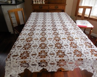 Gorgeous Vintage Lacy Bright White Crocheted Bedspread? Tablecloth? Excellent