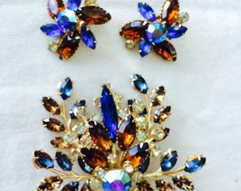 Gorgeous vintage 1950s brooch and earring set
