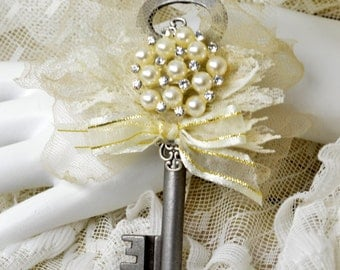 Ivory Skeleton Key Boutonniere