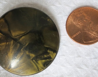 """Lovely vintage celluloid button 1.75"""" ins across. Slight dome front, mottled black/brown and cream. Abstract design.  PFM13.4-14.6-23.7."""