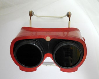 Vintage RED Rubber Goggles with Green NEW Lens, Goggles, Steampunk Goggles, Display Goggles, Halloween Accessory, Red Rubber Goggles w Lens