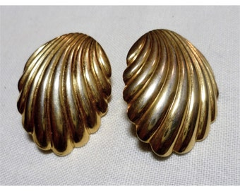 Vintage 1970s Gold Tone Shell Earrings