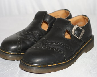 Vintage '90s Black Leather DR. MARTENS Mary Janes w/ thick rubber soles size 9