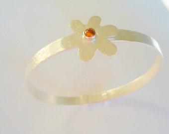 Sterling Silver bangle, Adjustable Sterling Silver bangle, Bangle Decorated with Sterling Silver Daisy, Flower Decoration
