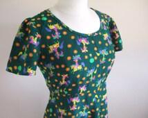 UK 14 Vintage 1970s novelty print green maxi dress Napoleon on horse empire line scoop neck