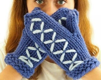 Mittens knitting kit - easy beginner's knitting kit with video - learn how to knit - soft chunky wool - 20 colors - Skookum Mittens