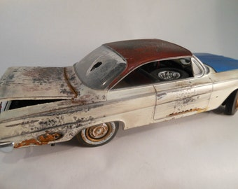 Classicwrecks Scale Model Rusted Car in White