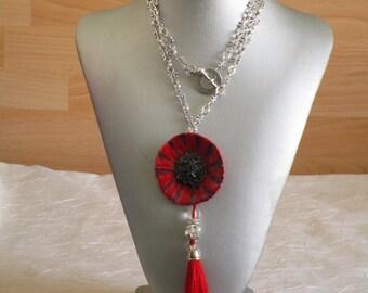 """Charmant collier avec pendentif en céramique """"Un coquelicot en céramique rouge"""""""