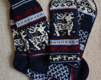 NORWEGIAN Scandinavian Hand Crafted 100% wool socks and mittens set, Large, folk art, reindeer