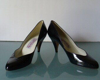 Vintage Pappagallo Black Patent Leather Pumps Made in Spain Size 8M